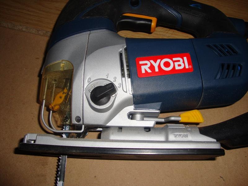 Ηλεκτρική σέγα Ryobi 710