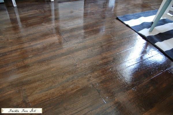 απομίμηση ξύλινου πατώματος με χαρτί περιτυλίγματος
