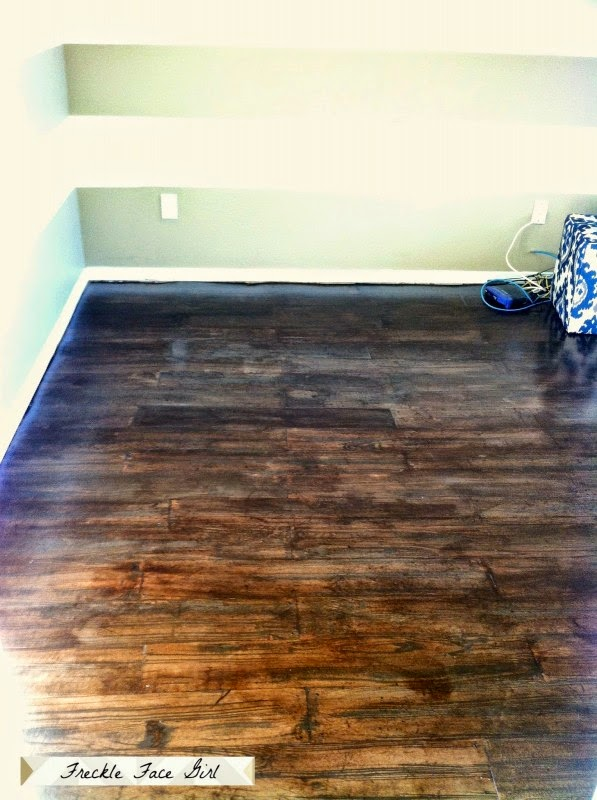how-to-create-a-faux-wood-plank-floor-using-brown-paper-Freckle-Face-Girl-for-Remodelaholic-597x800