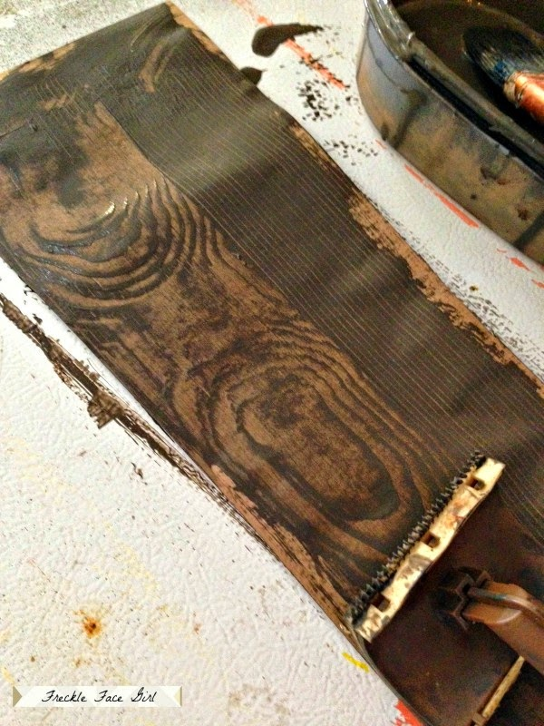 use-wood-graining-tool-to-create-faux-wood-plank-floor-Freckle-Face-Girl-for-Remodelaholic-600x800