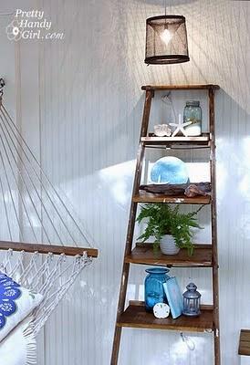 ράφια από ξύλινη σκάλα