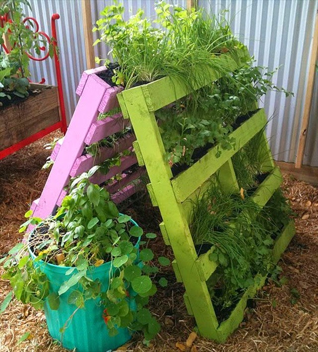 pallet-vertical-planter-17