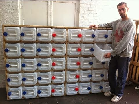 ραφιέρα από παλιά 5λίτρα πλαστικά δοχεία