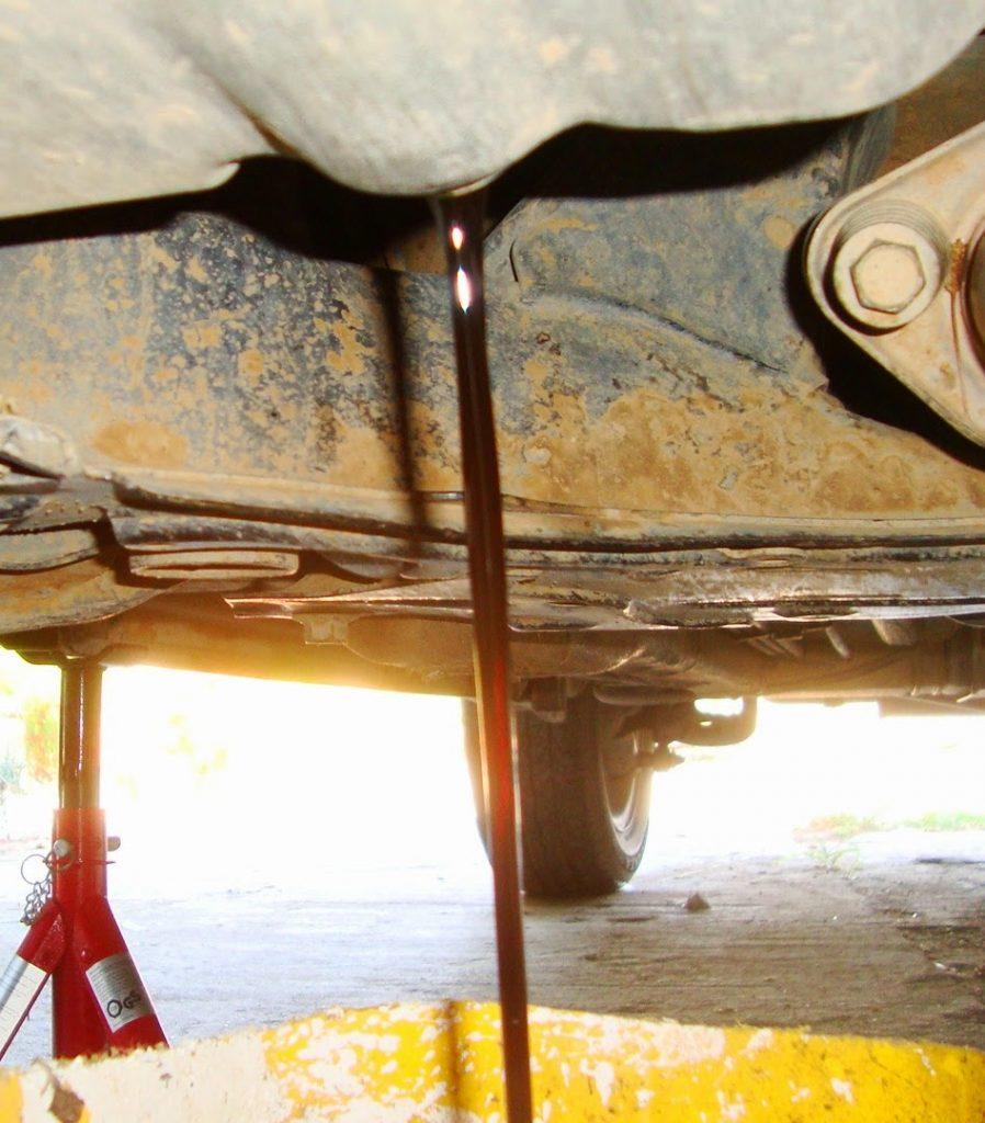 αλλαγή λαδιών σε κινητήρα αυτοκινήτου