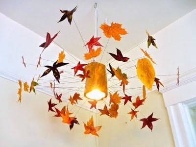 φθινοπωρινό φωτιστικό οροφής με κορμό και φύλλα δέντρων