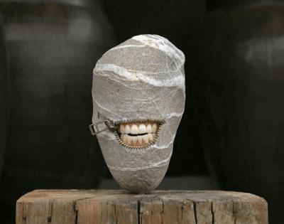 έργα τέχνης πάνω σε πέτρες