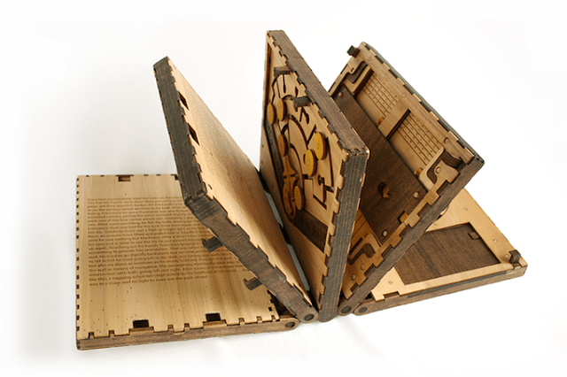 codex silenda, ένα ξύλινο βιβλίο με μηχανικά puzzle
