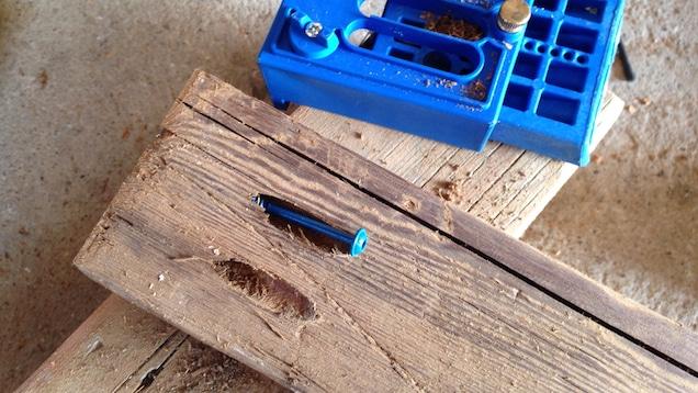 ένωση ξύλων με κρυφές πλάγιες βίδες