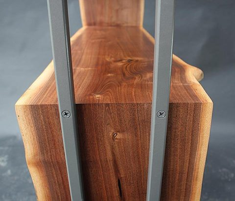 Δείτε πόσο τέλεια και αρμονικά έχει ταιριάξει τα φυσικά νερά του ξύλου στις ενώσεις