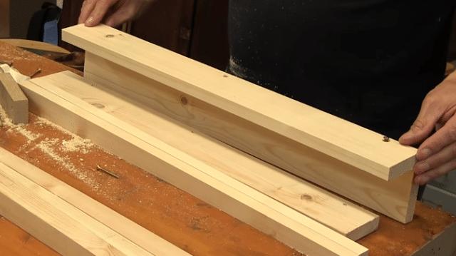κωνικά ξύλινα πόδια με ένα απλό βοήθημα