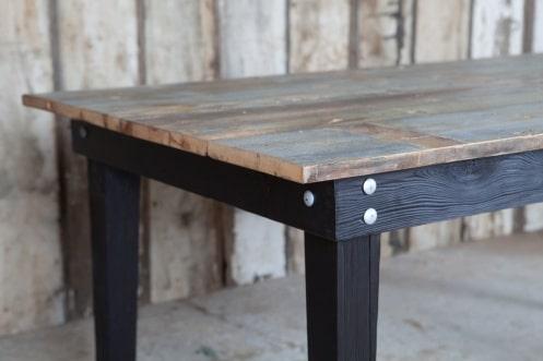 Τραπέζι με την τεχνική Shou-sugi-ban