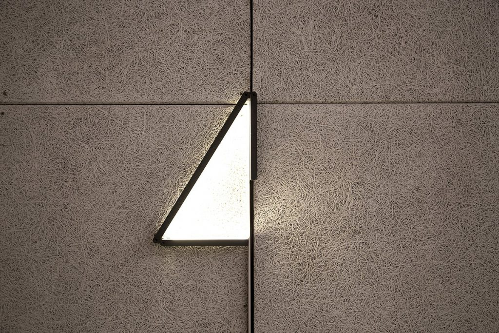 05_lamalight_walltriangle1-09c9023b96c330d746b422453e472833