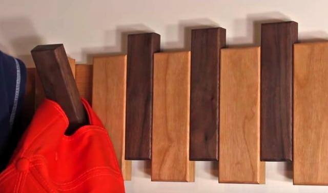 ξύλινη diy κρεμάστρα ρούχων