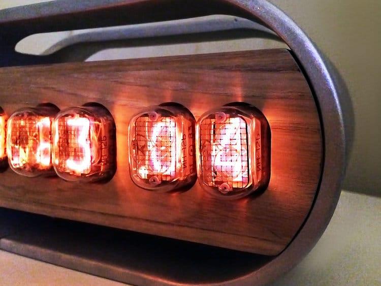 ρολόι με nixie λαμπτήρες