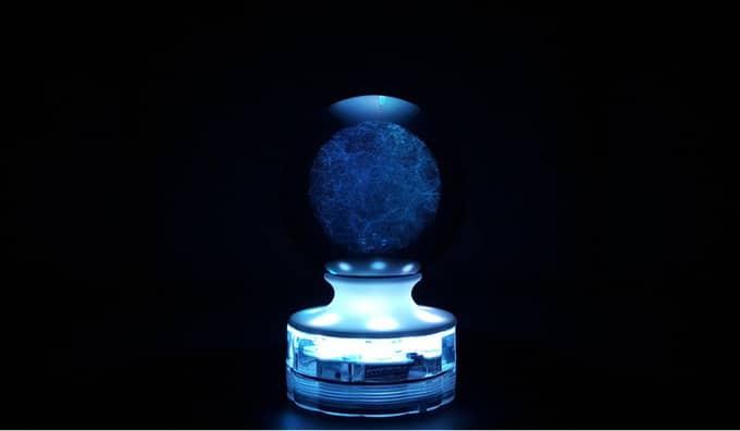 ολόκληρο το σύμπαν κλεισμένο μέσα σε μία γυάλινη σφαίρα