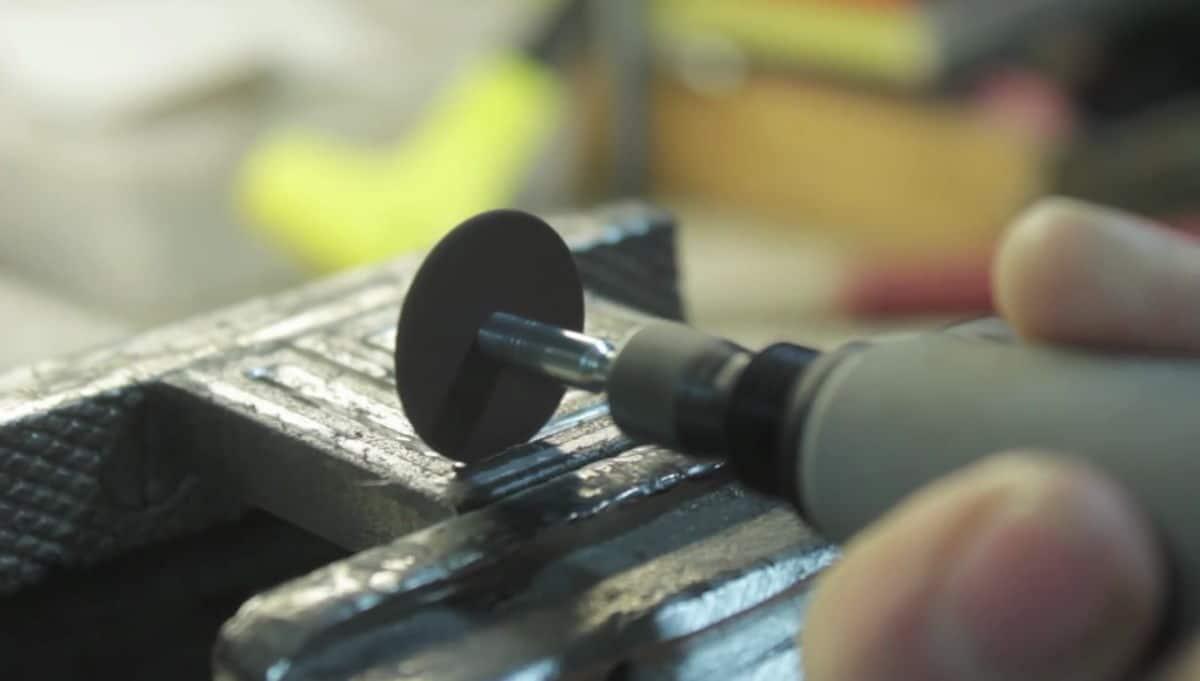 DIY μεταλλική σφραγίδα με dremel