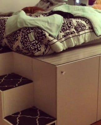 DIY υπερυψωμένο κρεβάτι με μεγάλους αποθηκευτικούς χώρους