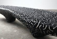 Πρωτότυπα έργα με καρβουνιασμένο ξύλο και πρόκες