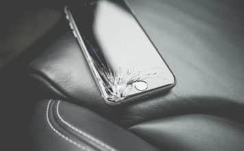 αλλαγή σε σπασμένη οθόνη κινητού