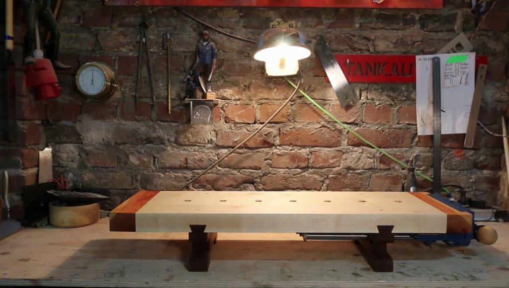 Επιτραπέζιος πάγκος εργασίας από την Laura Kampf
