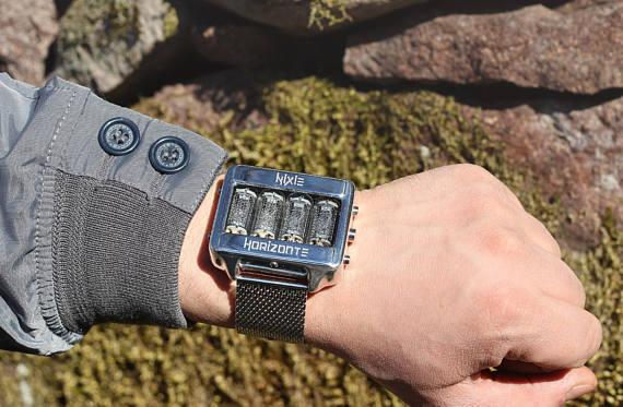 ρολόι χειρός με ρετρό λαμπτήρες