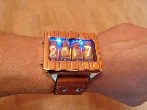 ρολόι χειρός με nixie λαμπτήρες