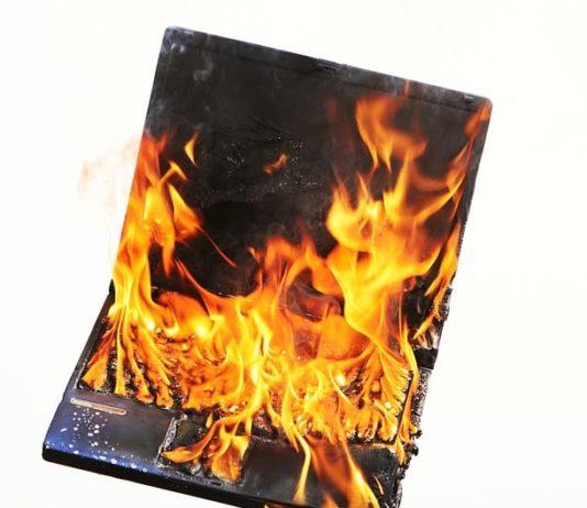 laptop με καμένη μητρική