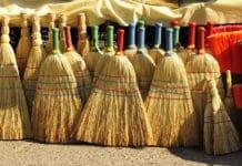 παραδοσιακή ψάθινη σκούπα