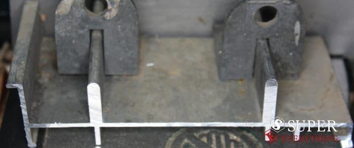 κόψιμο προφίλ αλουμινίου