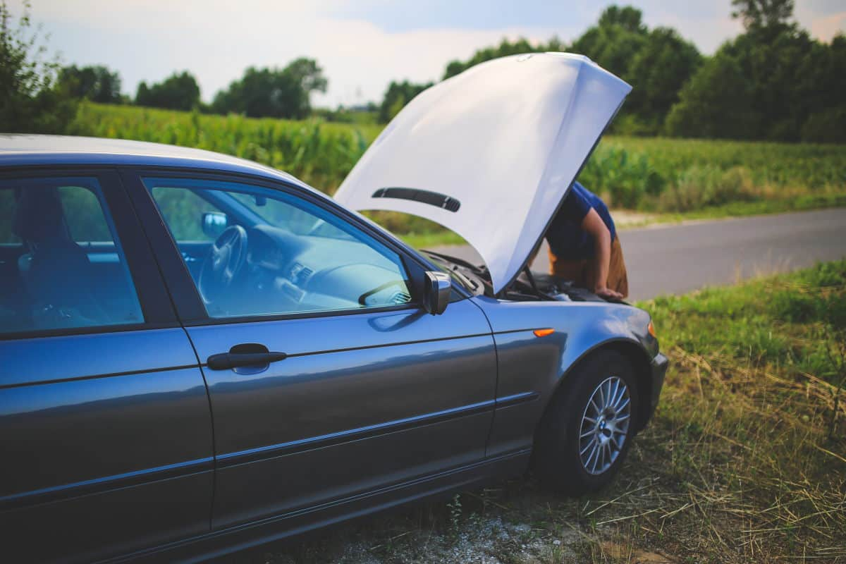 Πώς μπορώ να συνδέσω το τηλέφωνό μου με το ραδιόφωνο του αυτοκινήτου μου