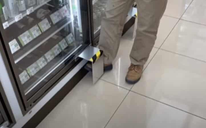 έξυπνη πατέντα για να ανοίγουμε ψυγεία σε καταστήματα
